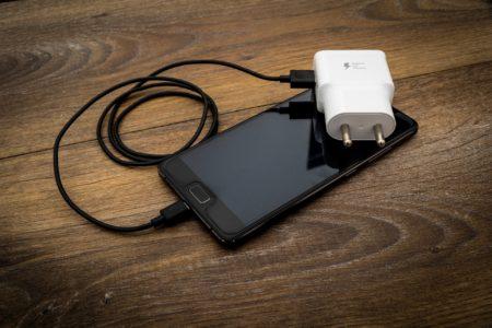 スマホ充電!遅いと感じているならガリウム(GaN)充電アダプターに切り替えるべき